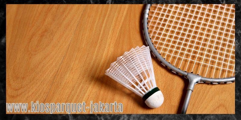material terbaik untuk lapangan badminton - lantai kayu sintetis
