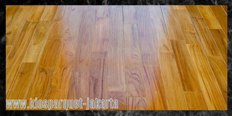 material terbaik untuk lapangan badminton - lantai kayu solid jati