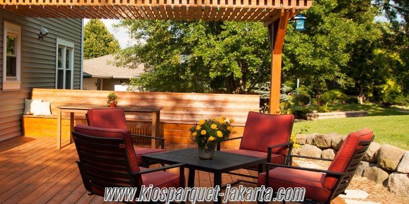 Tips & Trik Membangun Sebuah Villa- menggunakan lantai kayu outdoor