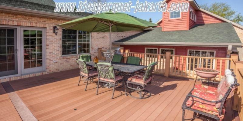 cara membuat rumah alami - menggunakan lantai kayu outdoor