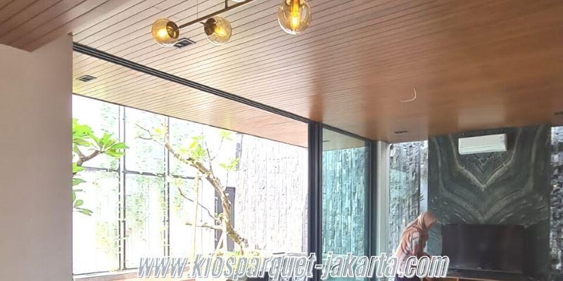 cara membuat rumah alami - menggunakan plafon kayu